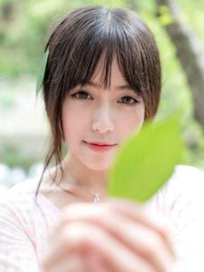 粉色美裙少女清纯可爱公园休闲写真