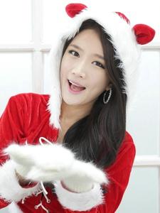 甜美可爱的居家妹子圣诞节里的温馨祝福
