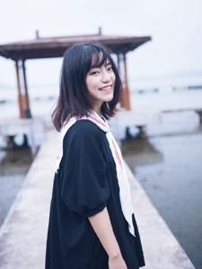 清新学生妹可爱活泼笑容灿烂