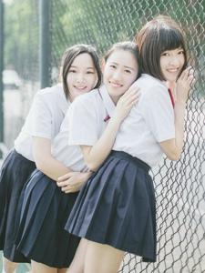 青春活力三姐妹校园美好陪伴时光