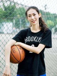 高挑女篮球员活力运动写真霸气十足