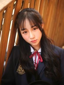 日系学生妹双眼无辜灵动养眼写真