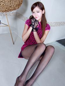 嫩模Winnie紫红旗袍秀长腿纤腰