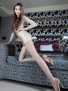 火辣模特Ning性感短裙展现修长双腿