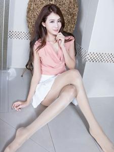 养眼腿模Miso短裙翘臀美腿肉丝迷人