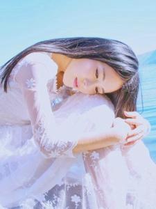 蕾丝长裙素颜女神海边轻盈绝美写真