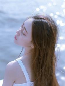 气质高傲女神湖边静谧干净舒适阳光
