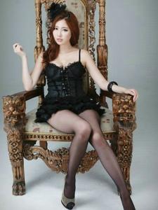 妖娆美女申世河私房美腿黑丝写真突显女王范