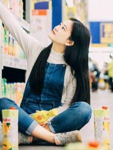 可爱少女超市顽皮青春活力十足