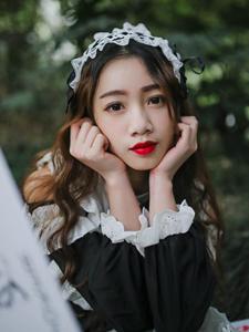 女仆装少女清纯意境写真红唇耀眼