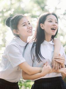 清纯校园姐妹花甜美闺蜜照友谊长存