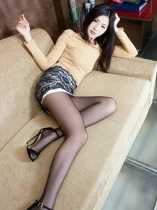 时尚性感的黑丝袜美女Vicni私房温情娇气可人