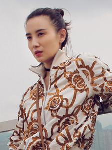 宋佳温和优雅时尚街拍图