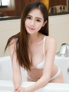 美女嫩模SISY思浴室内衣火辣身材性感写真