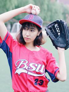 棒球少女球场热血运动青春活力