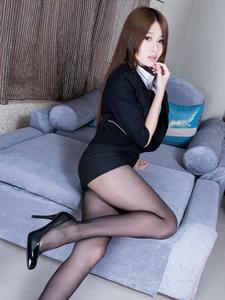 黑色正装长腿美女Aries沙发诱惑魅力十足