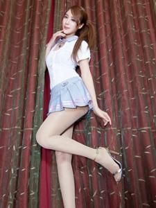 俏媚斜马尾少女Miso私房短裙美腿清甜可人