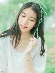 草丛的中分少女亲近自然唯美写真