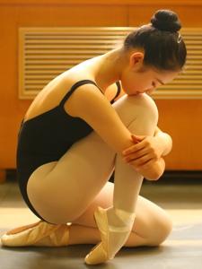 芭蕾舞少女的十六岁舞蹈妄图
