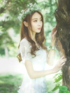 气质花环女神森林深处温婉可人