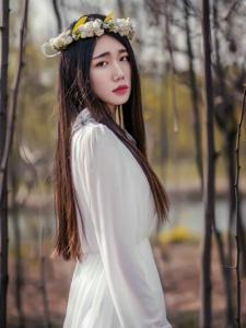 森林深處的花環女王薄紗高挑迷人