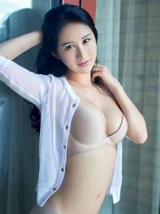成熟性感美女谭冰巨乳内衣私房写真