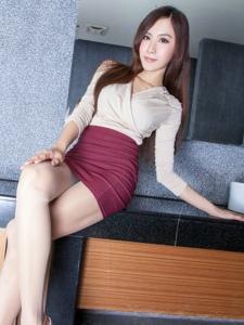 浴缸里高雅性感的超短裙美男Dora白净美腿甜美动人