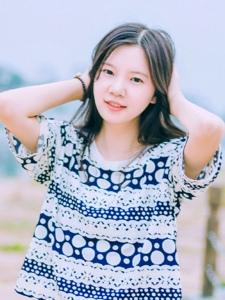 夏日素颜妹子清凉文静户外写真