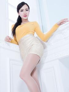 长腿女神Dora室内高跟丝袜写真