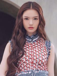 林允出席时尚活动演绎夏日少女风