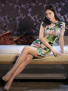 气质美女旗袍细腰美腿高跟撩人魅惑
