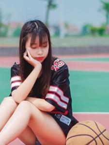 清新篮球少女操场意境写真可爱迷人