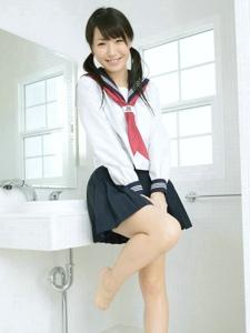 初中美少女浴室大年夜秀玉腿嫩足引诱你的心