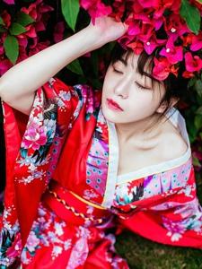 日系和服美女鲜艳抢眼美艳写真