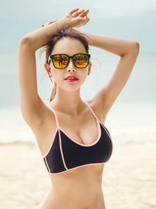 游泳健将气质美女海滩气质泳装写真
