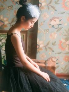 黑天鹅少女私房丸子头高贵气质迷人