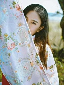 日系和服美女黄野外任风吹动秀发