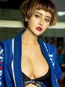 拳击女王李思宁性感爆乳写真图