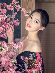 和服少女花丛浪漫写真人比花俏