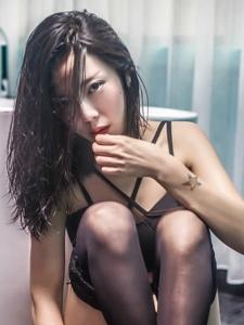 黑丝性感情趣美女Selena浴室红唇惹火写真
