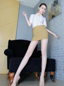 高挑腿模Stephy白领制服肉丝长腿诱惑