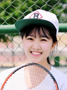 活泼圆脸少女网球运动写真青春无敌