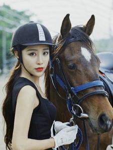 骑马女神英伦风帅气骑马服姣好容貌