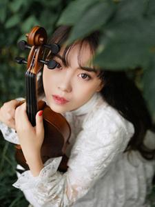 小提琴音乐长裙少女山林幽静写真文艺可人