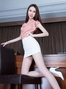白领气质模特Stephy肉丝诱惑秀美腿
