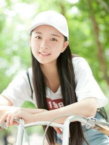 纯真妹子户外阳光自行车棒球帽清新写真