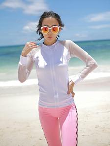 率性模特墨镜遮阳海边帅气写真