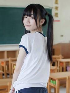 双马尾纯情学生妹崔甜天校园清纯写真