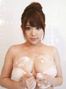 日本妹子Meguri泡沫浴湿身巨乳肉感实足