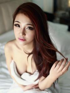 性感尤物桂晶晶床上嫩白巨乳诱惑写真